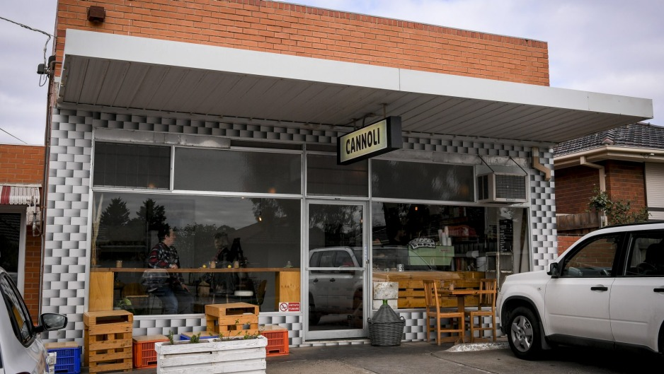 Cannoli Bar in Avondale Heights