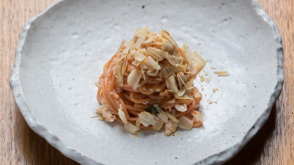 Tomato spaghetto with crab and macadamia.