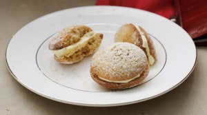 Fluffy ginger kisses sandwiched with honey cream.