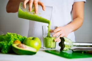 A green blend made at home is usually healthier than commercial fruit juice.