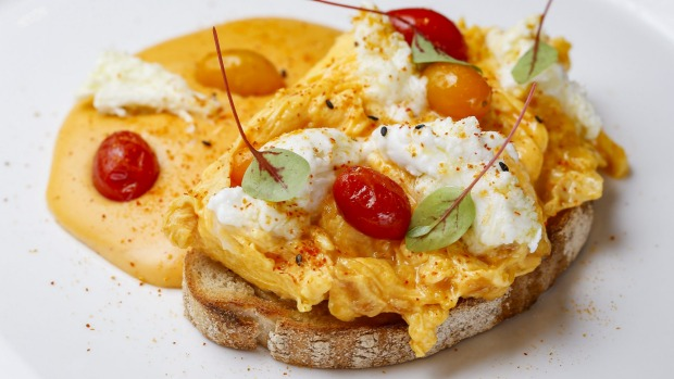 Chilli-scrambled eggs with chilli bechamel.