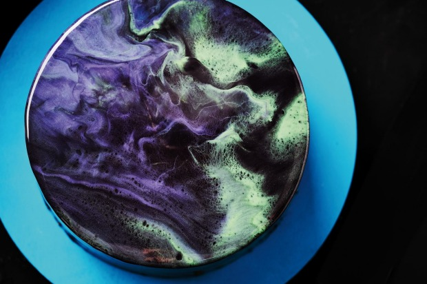 Katherine Sabbath's black opal cake. Click through for a step-by-step guide on how to glaze the cake.