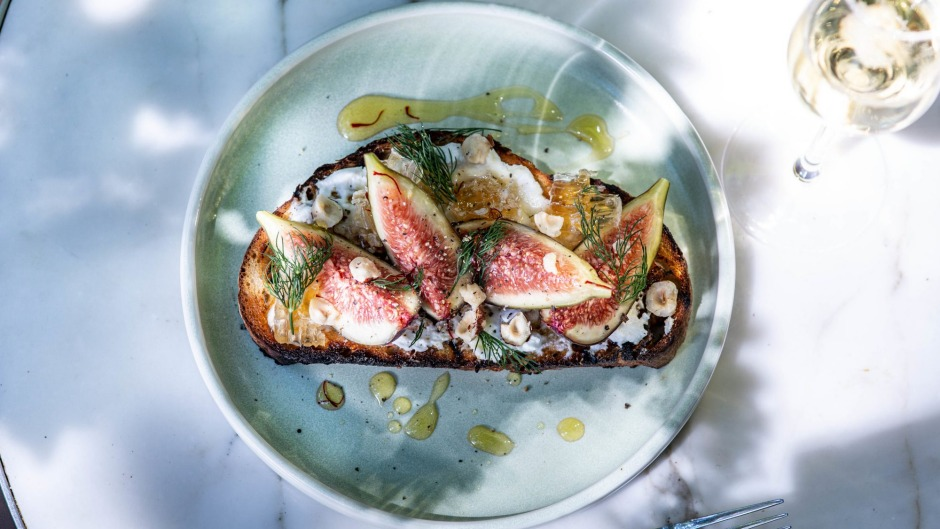 Tartine with figs and honey at Alala's.