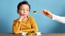 Watching healthy  cooking shows can help kids to make better choices, a study has found.