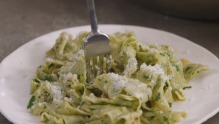 Still from three ingredient pasta sauce video.