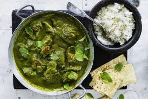 Serve this curry with naan and rice.