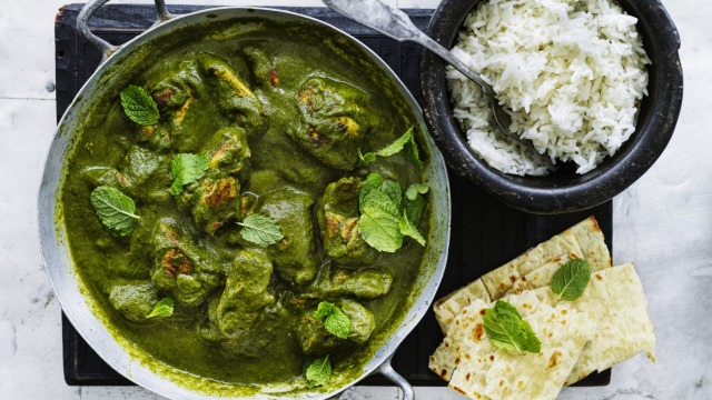 Chicken in Spinach and Green Pea Curry