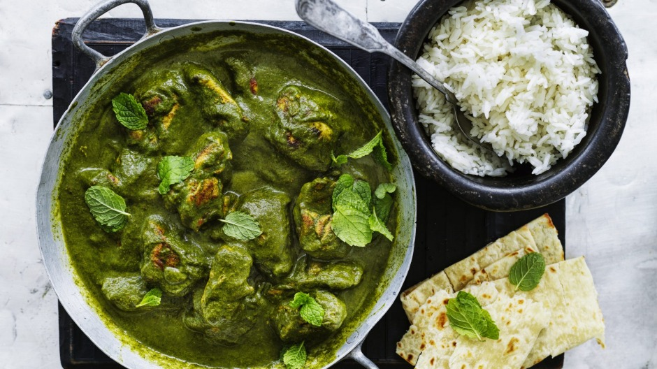 Chicken in spinach and green pea curry.