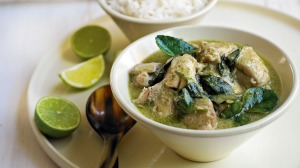 Green chicken curry served with rice and lime.