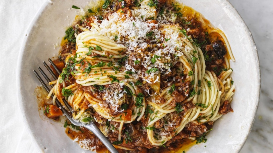 Adam Liaw's fifty-fifty bolognese - no milk.