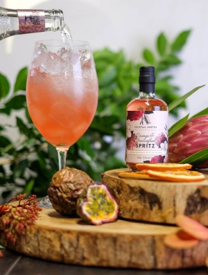 Cocktail Porter is offering botanical spritz packs for Mother's Day.