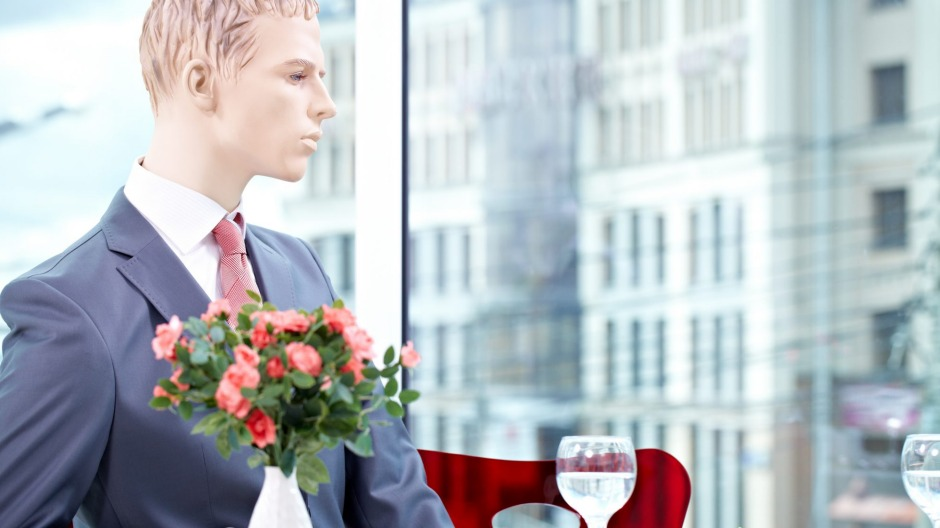 An American restaurant is set to use mannequins like this to make its dining room appear full.