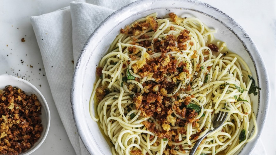 Pantry spaghetti with 'poor man's cheese' (crispy breadcrumbs).