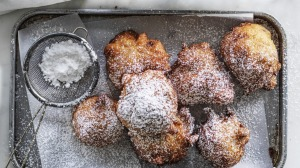 Yeast-free apple and ricotta frittelle.