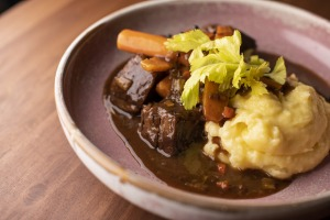 Peposo with mash: Good comfort food, that fits like an old favourite jacket, and warms like a rug over your knees.