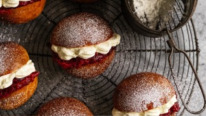 Yeasted buns filled with rhubarb compote and vanilla cream.