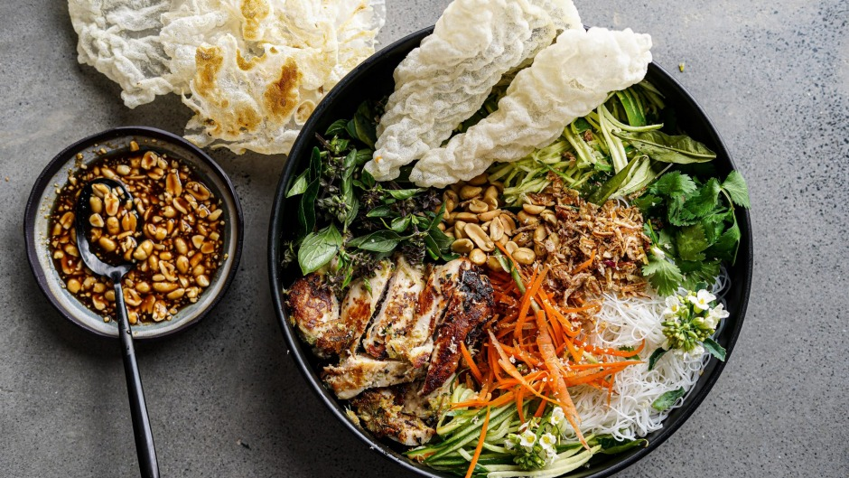 Everything you love about Vietnamese spring rolls in one bowl.