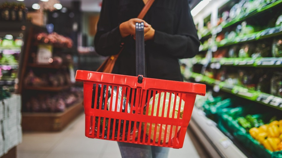 What are some of the items dietitians routinely put into their trolleys?
