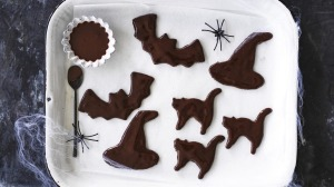 Halloween cats, bats and witches' hats.
