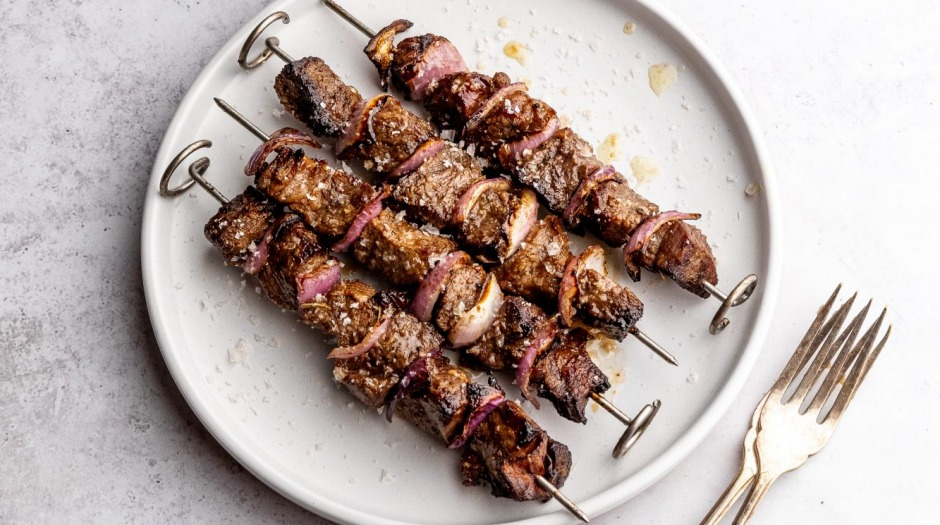Succulent beef bites: Skewers made with a simple, tangy keto-friendly marinade.
