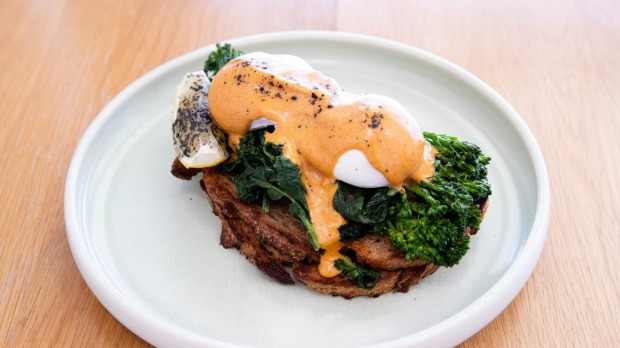 The eggs come with a peppery hollandaise sauce and a gleaming stack of steamed broccolini and spinach.