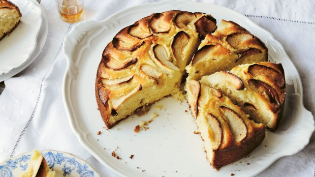 Torta della Nonna by Emiko Davies, published by Hardie Grant Books, RRP $34.99. Photography by Emiko Davies and Lauren Bamford Torta di mele (Apple cake) Single use only print/online