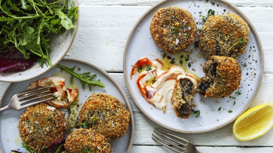 Serve these mushroom risotto cakes with chilli sauce, aioli and salad greens.