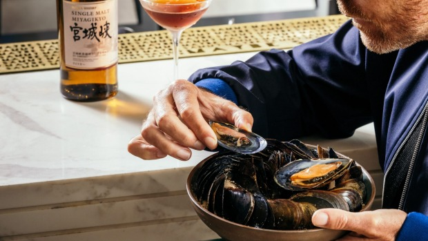 Poached mussels match well with a single malt whisky.