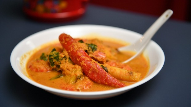 The pineapple and prawn curry (udang masak nanas) is bright golden and fragrant.