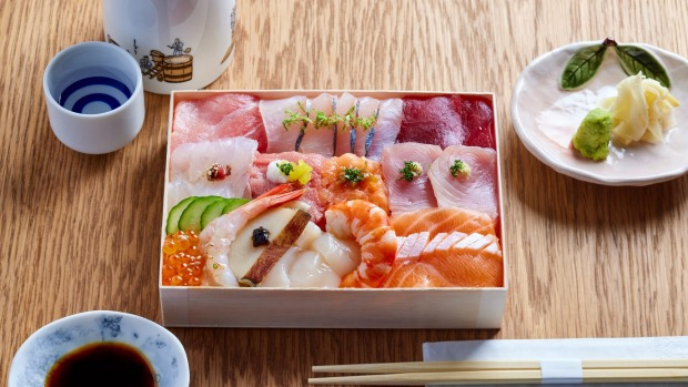 Hosekibako, 15 pieces of 'treasures from the sea' served over premium sushi rice, pickled ginger and wasabi.
