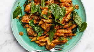 """Chicken and spinach """"rosé"""" pasta."""