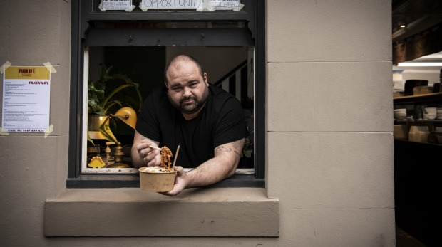 SH NEWS: Pub Life Kitchen Chef Jovan Curic has had to swap from their new sophisticated pub classic menu to dishing out takeaway meals due to the Covid-19 lockdown. 1st July 2021, Photo: Wolter Peeters, The Sun Herald.