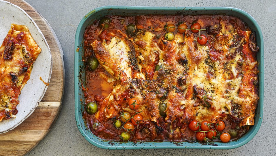 Put down the cannelloni shells and freestyle with this free-form puttanesca pasta bake.