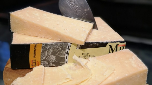 How much cheese you buy depends on whether your cheeseboard is the main event or not.
